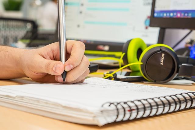 Na co zwrócić uwagę, wybierając profesjonalne słuchawki call center?